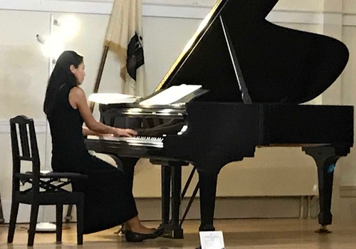 Chiharu Naruse playing piano - Faculty - Portland Conservatory of Music