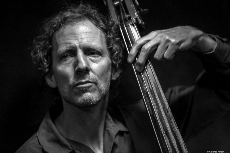 Ben Street performs with the Art of Trio